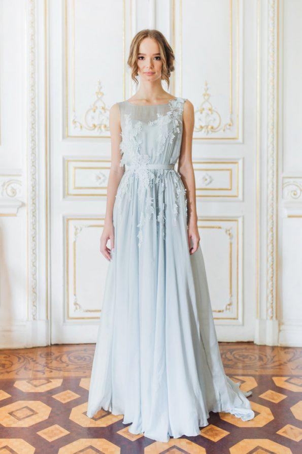 Sleeveless blue wedding gown