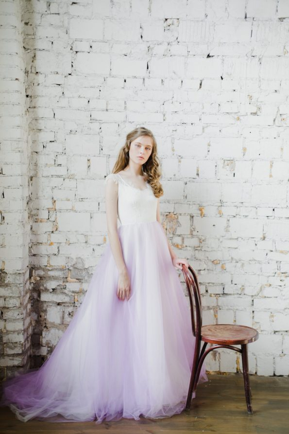 V-neck sleeveless wedding dress