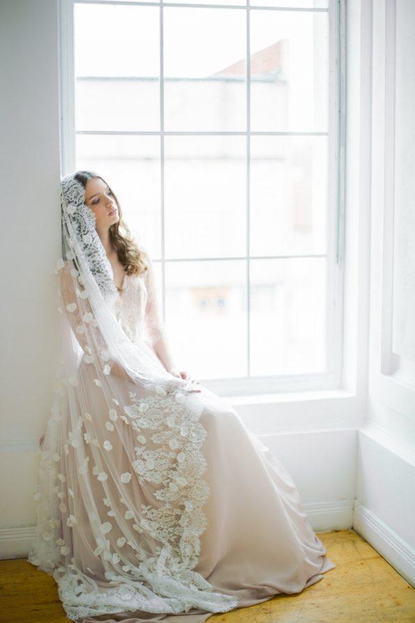 Off-white scalloped edge wedding veil