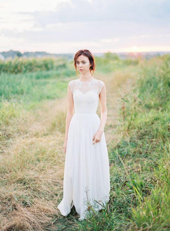 Off-white sleeveless wedding dress